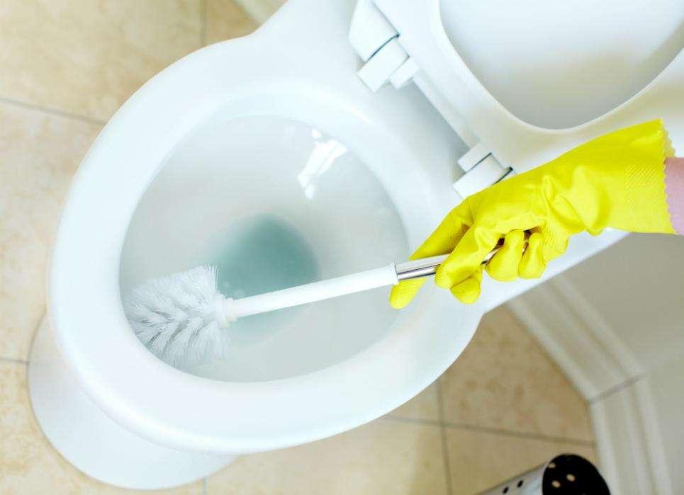 cách vệ sinh bồn cầu sạch