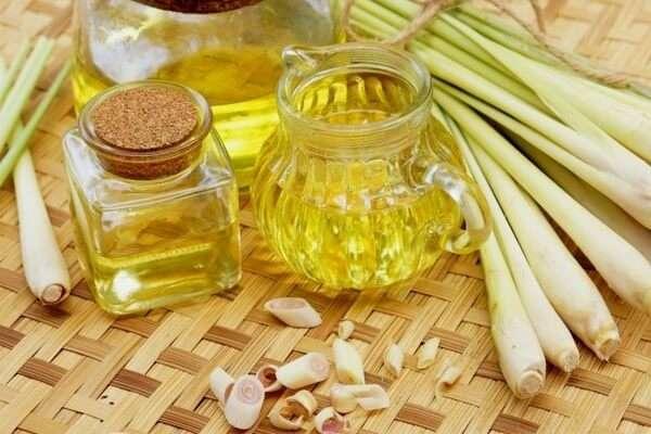 Cách làm nước lau sàn tinh dầu sả quế khử mùi hôi